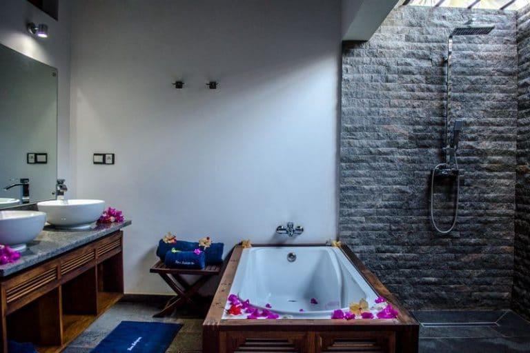 别墅按摩浴缸八卦是